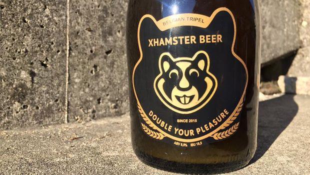 Il porno si innamora della birra artigianale: XHamster lancia la prima porn beer al mondo. Ed è Made in Italy